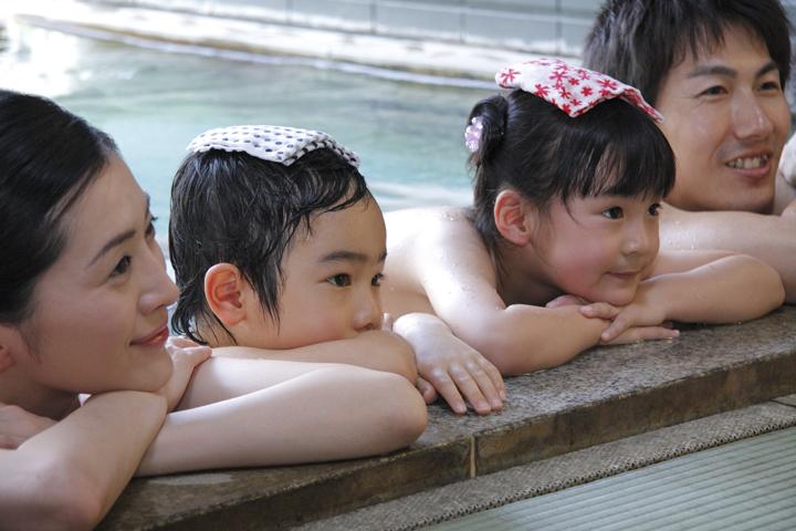 """海外では逮捕者も!""""親子で入浴""""のタイムリミットとは?~現地校の作文で『お父さんとお風呂に入るのが楽しみ』と書いたら、学校が警察に通報。父親は性的虐待が疑われ、逮捕"""