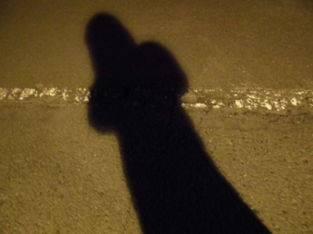 【黒ずくめ】昔、不思議な体験したからピンと来るとこがあったら教えてくれ…黒いコートにハット、そして黒い傘をさした男の話