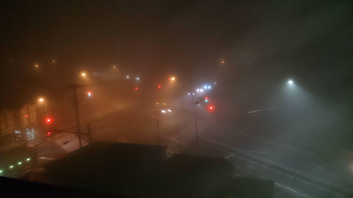 【関東】外が真っ白なんだけど…「都心で濃い霧」東京・神奈川など広範囲で「霧」が発生