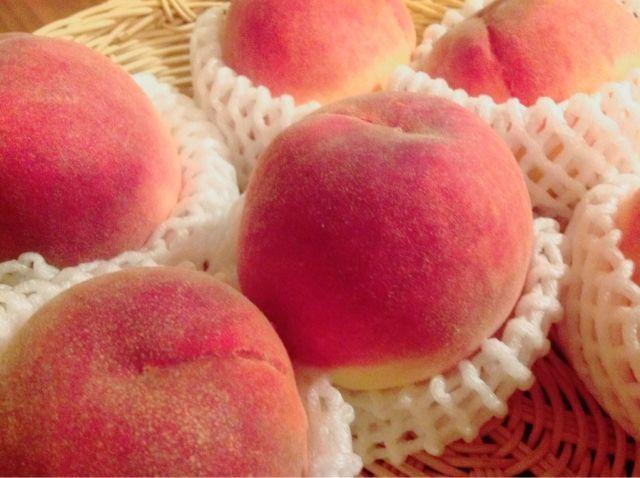 【食べて応援】桃を試食し、福島産と聞いた中年女性がその桃を「吐き出し」立ち去る…全て出荷前に検査しているのに、なぜなのか