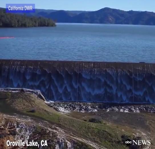 アメリカの「オロビル湖ダム」が決壊寸前か…カリフォルニア州で13万人に避難勧告