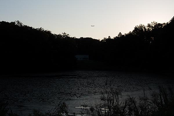塚ノ杁池と飛行機