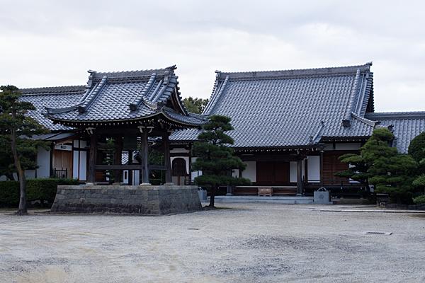 利海寺本堂と鐘楼