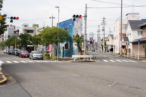 三叉路の街角