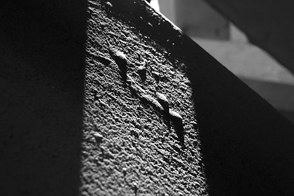 光と壁の表情