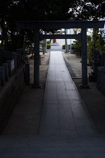八剱神社参道