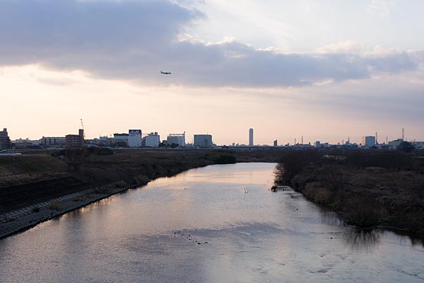 矢田川と夕陽と飛行機