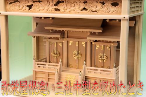 中型サイズの神棚を綺麗に入れることができるガラスケース