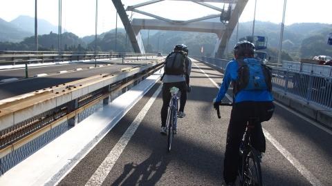 大三島橋を渡ります。
