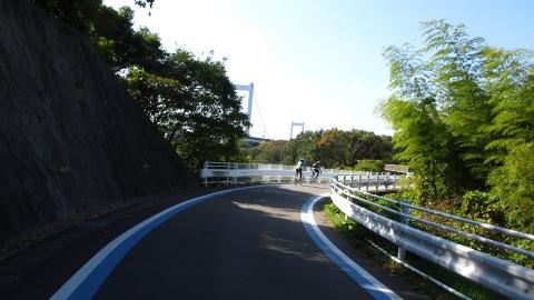 来島海峡大橋への登り