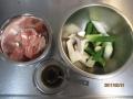 トンカツ用豚肉とネギの炒め物2