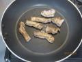 トンカツ用豚肉とネギの炒め物4