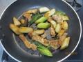 トンカツ用豚肉とネギの炒め物5