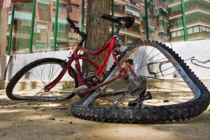 壊れた自転車