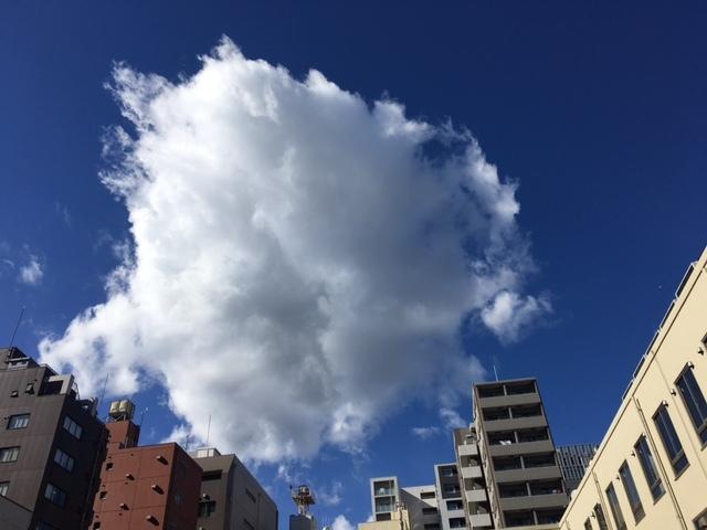 青い空と大きな雲