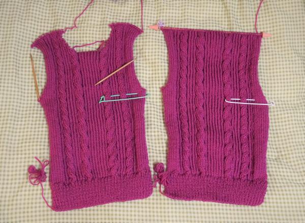 フーシャピンクのセーター身頃編み上がり
