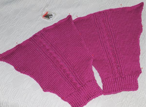 フーシャピンクのセーターの袖完成