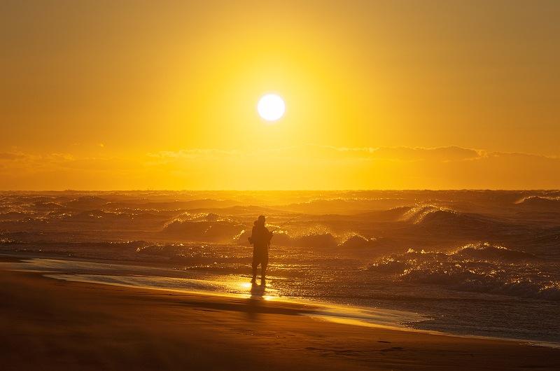 朝日の釣り人