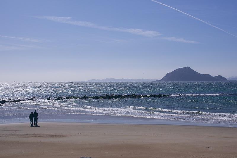 あの海の向こうに…
