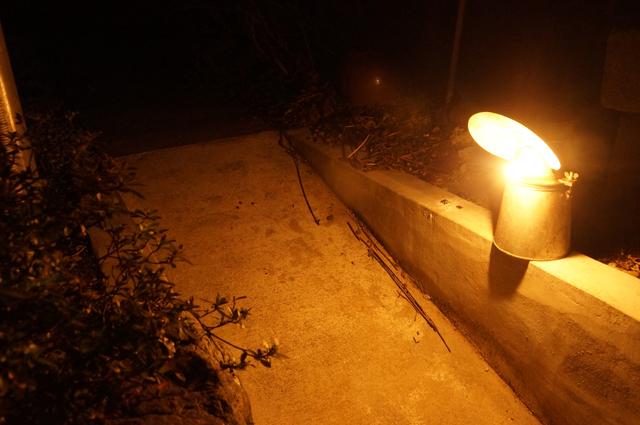 カーバイドが照らす光で