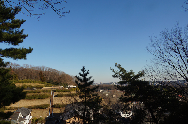 尾根から見える多摩市方面の景色