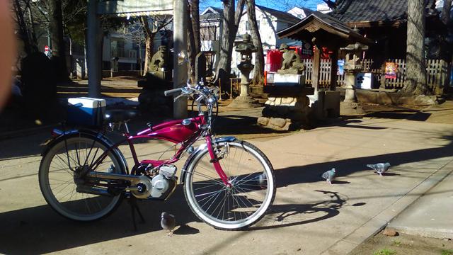 都会の一角とある神社とフキプランニングFK310LA3 バタバタ自転車・モペッド