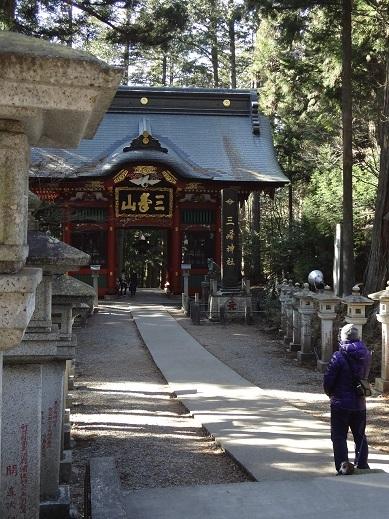 三峰神社門
