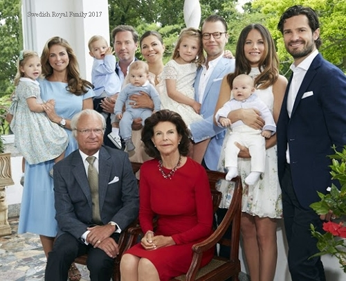 Sweden-Royal-Family-newyear2017.jpg
