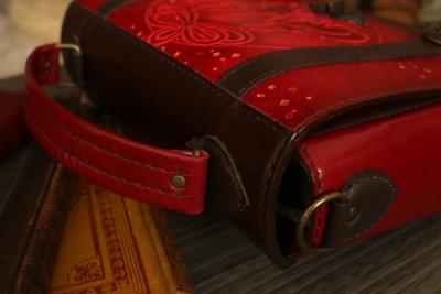 赤い狐のトランクバッグ
