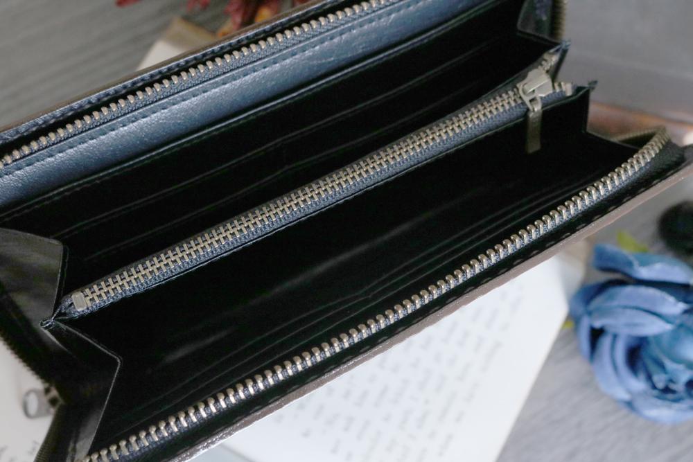 青い狐の洋古書風長財布