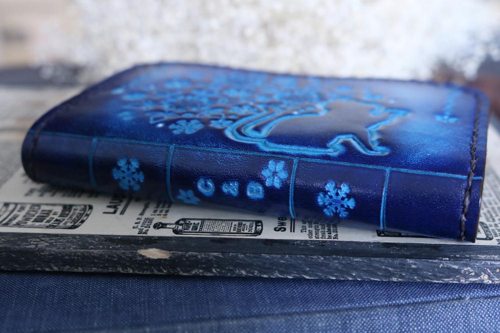 雪の結晶と猫の洋古書風コインケース