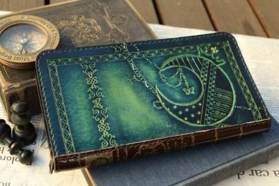 月と王冠の洋古書風長財布