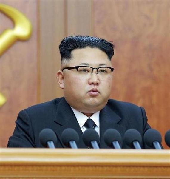 wst1702020057-p3_北朝鮮の金正恩朝鮮労働党委員長(朝鮮中央通信撮影・共同)