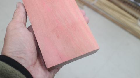 ピンクアイボリー材