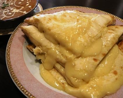 ガンジス川:Aセット;チーズナン