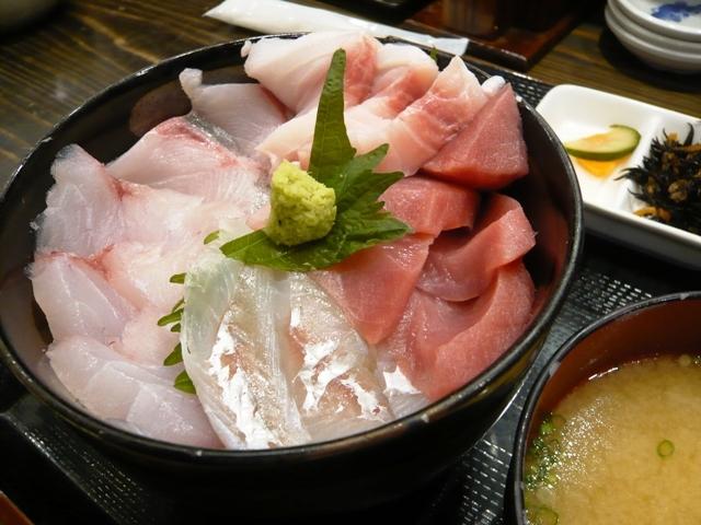 海鮮 丼兵衛:日替わり5色丼2