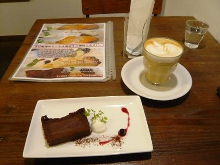 スペシャリティーコーヒー:ケーキセット;カフェラテ+チョコホリック1