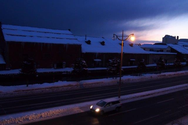 小樽運河沿い 夜明けの小樽運河