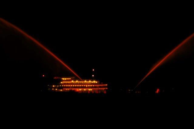 琵琶湖の花噴水 ライトアップ
