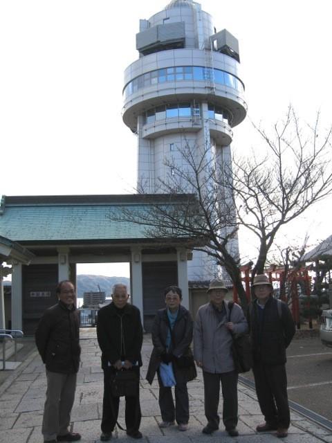 人丸神社より天文科学館を見る(逆光)