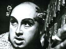 シュトルツェ、ヘロデ王を舞台で演じる