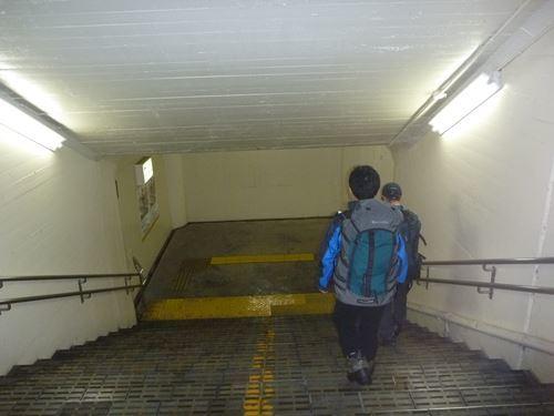近江長岡駅着 まだ真っ暗