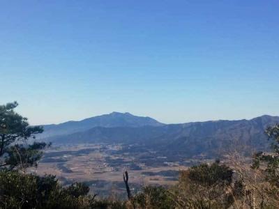 山頂から見る筑波山