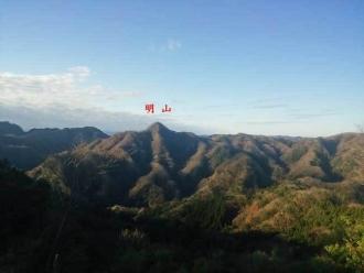 宝剣洞からの明山
