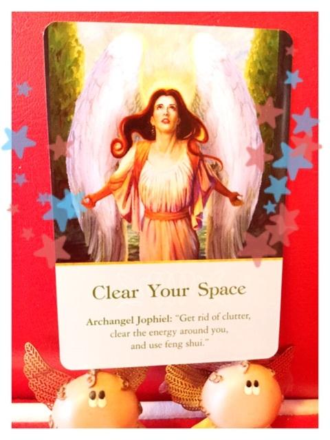 断捨離の天使  今日のオラクルカード 天使占い 電話占いの天使の羽