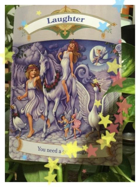笑う門には福来るの天使 今日のオラクルカード 天使の羽