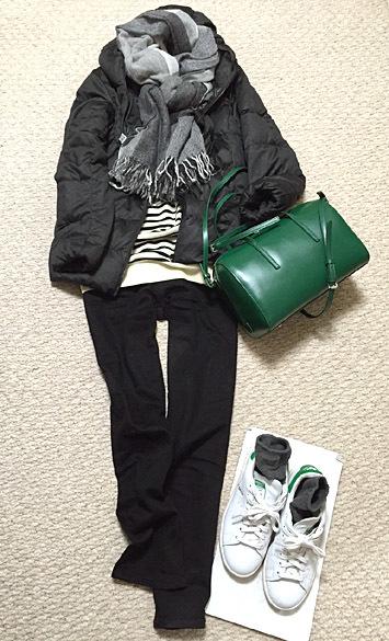 全身モノクロに、「YAHKI(ヤーキ)」のカラーボストンバッグを添えました!