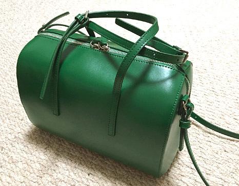 「YAHKI(ヤーキ)」のカラーボストンバッグ。一目惚れでした。