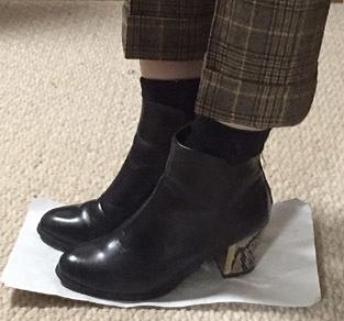 「八分丈パンツ+靴下+ショートブーツ」が一番客先向けの靴下コーデだと思いました。