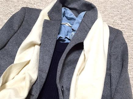このチェスターコートは少し厚みがあるんです
